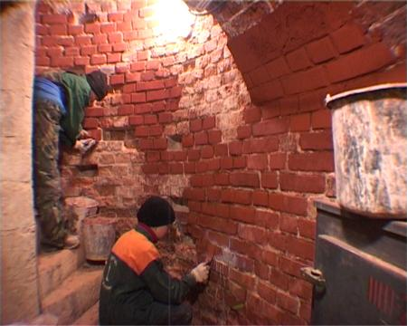 Restoration of the brick setting of the spiral staircase