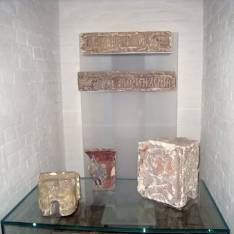 Authentic fragments of no longer extant constructions of the Moscow Kremlin within the exposition